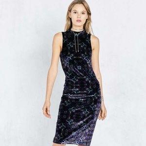 😈 🍭NWT UO Paisley Velvet Mock-neck Midi Dress